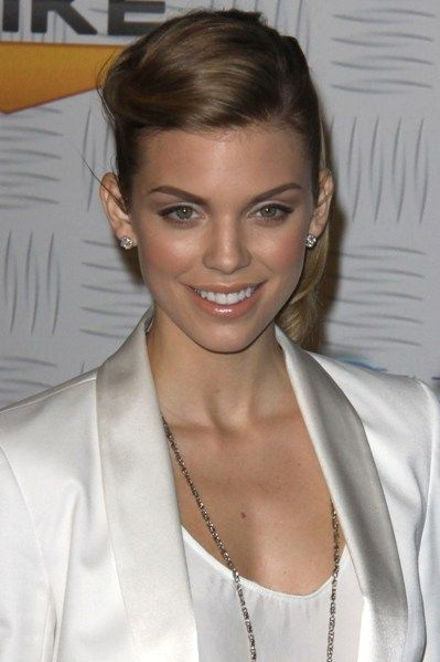 annalynne mccord | AnnaLynne McCord added a fun twist on one side for a different take on .