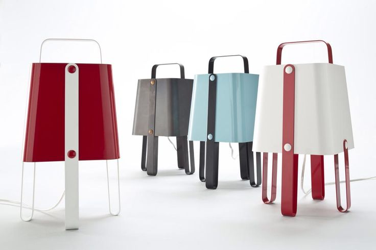 Salopette is a small, versatile and dynamic table lamp, maded in iron and painted in many colours.