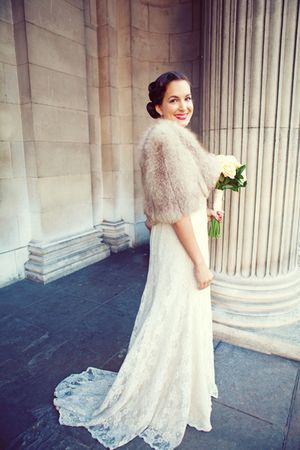 Oh to be as glamerous as this lady on my day - want the furry stole.