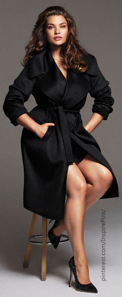 Tara Lynn  for Elle Spain November 2013. Black coat. #plussize #curvy