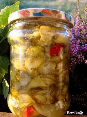 Warzywne sałatki w wekach na zimę
