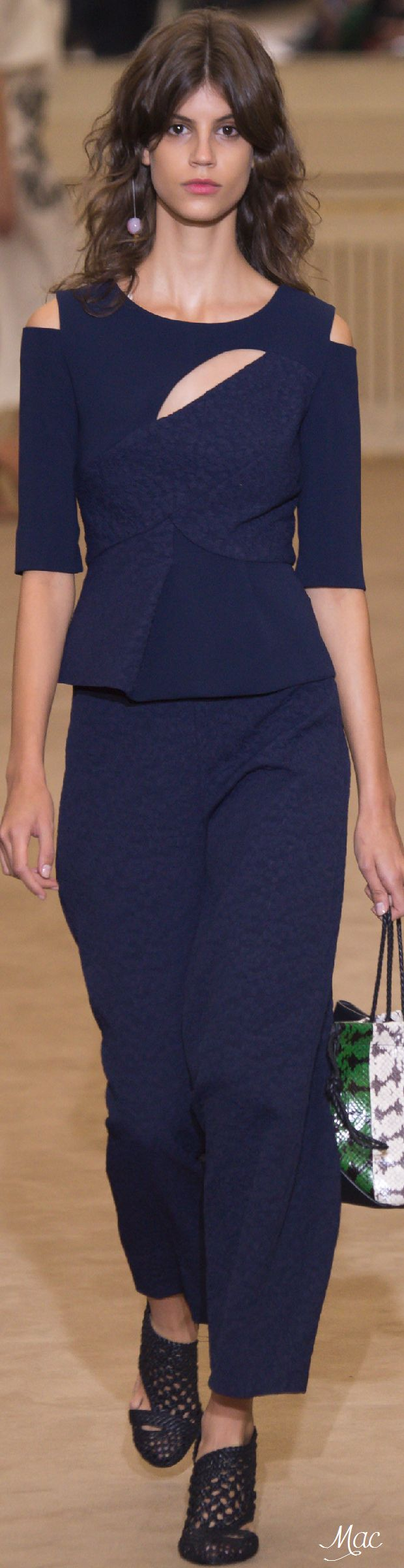 Spring 2016 Ready-to-Wear Roland Mouret women fashion outfit clothing style apparel @roressclothes closet ideas