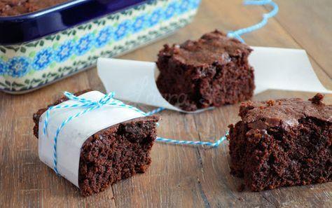 Vegan brownies (-200 gr suiker, -50 gr olie, +50 gr volkoren bloem, + handje dadels, + cashewnootjes)