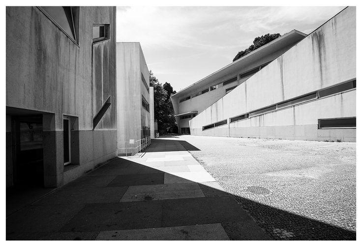 |pt| O pátio.  |eng| The courtyard.  © Rui Pedro Bordalo  #architecture #arquitetura #fotografia #photography #siza #sizavieira
