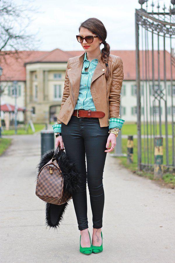 Bruine jasje, kleur blouse + schoenen en donkere broek+ bruine riem