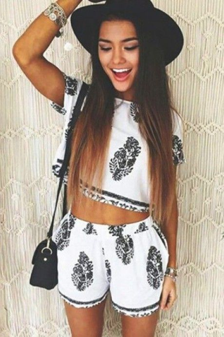Short Sleeve Crop Top and Leaf Print Shorts #fashion #style #outfitideas