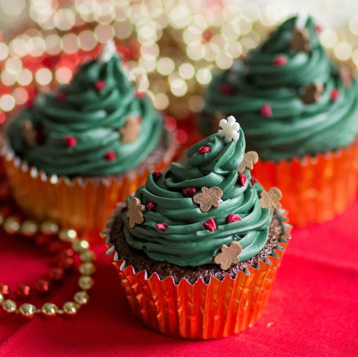 This Christmas Tree Cupcakes Recipe is just perfect for the festive period. Enjoy with friends and family with a cup of hot cocoa.