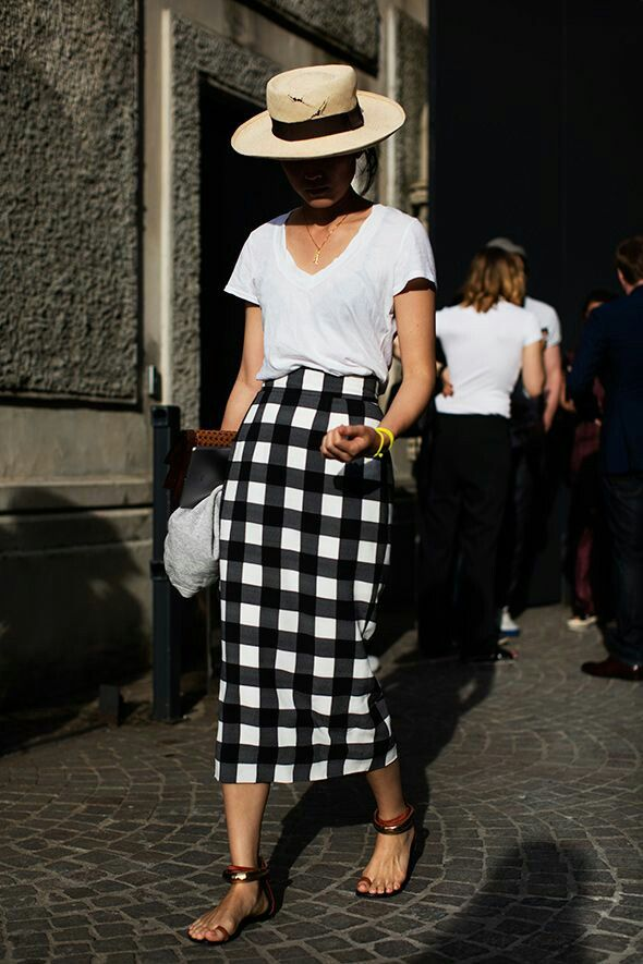 this is great. love the skirt pattern/length. Simple tee. And the hat is great.