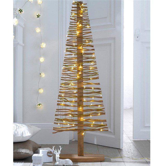 Et si vous changiez du traditionnel sapin de Noël ? Voici deux modèles très tendance, pour un Noël plus moderne et tout aussi lumineux. Sapin en bois (pin) argenté avec éclairage fixe intégré.