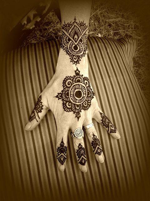 Mehndi Hand Boy : Henna im thinking about getting something like the center