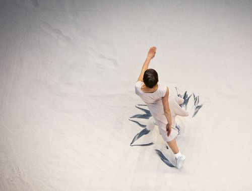 Anne Teresa De Keersmaeker. Violin Phase from Fase: Four Movements to the Music…