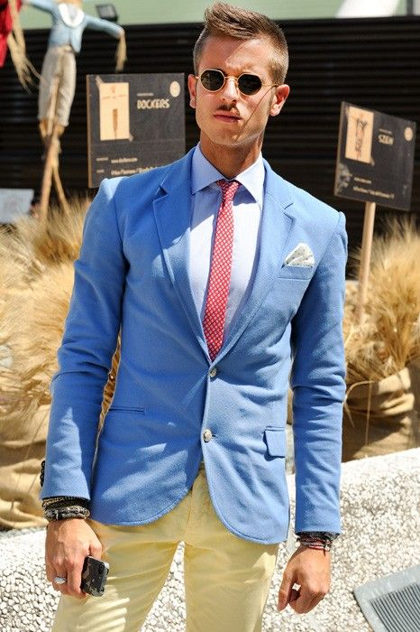 Great use of color and perfect for a day at the track.