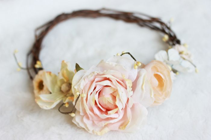 Add roses to a grapevine wreath for a stunning floral crown. See the tutorial by The Merry Thought #floralcrowns #diy