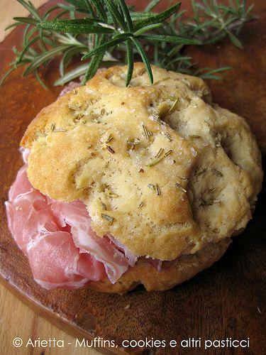 muffins, cookies e altri pasticci: Focaccine di ceci al rosmarino con pancetta coppata