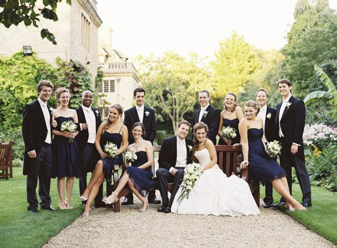 Large wedding party pose...wonder if this would work with our cottage family picture...