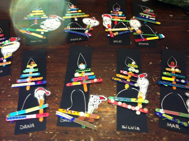 Penjants de l'arbre: Amb pals de gelat de colors, botos i altres elements decoratius