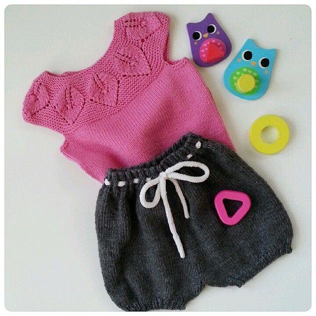 #strikkespam#leneholmesamsøe#babystrikpåpinde3#denstoreguttestrikkeboka#ministrikk#ullergull#norskbarnemote#strikkedilla#dropsgarn#knitting_inspiration#knit#knitting#knitspiration#knitforkids#knitted#knitstagram#instaknit#knittersofinstagram#barnestrikk#strik#sticka#strikk#strikking#strikket#strikke#handmade#strikkeshorts