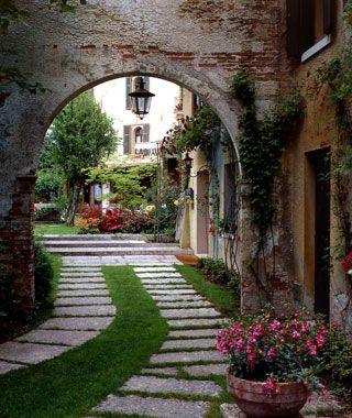 ItalyVillas Cipriani, Favorite Vacations, Dreams Vacations, Hotels Gardens, Stones Pathways, Hotels Villas, Hotels In Italy, Places, Hotels Cipriani