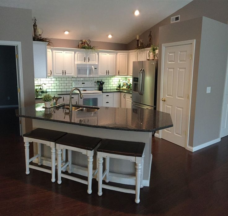 Kitchen Backsplash With White Cabinets On A Budget