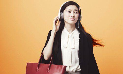 アマゾンのAudibleストア。小説やビジネス、洋書や落語、ライトノベルなど、スマホのアプリでオーディオブックを聴くことができるサービスです。月額1,500円で豊富なタイトルが自由に聴ける定額制。最初の1ヵ月は無料です。