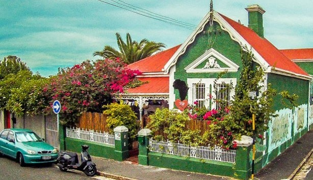 Looking for an inexpensive place to stay in Cape Town? Check out this cute hostel, African Heart Backpackers in Obs.