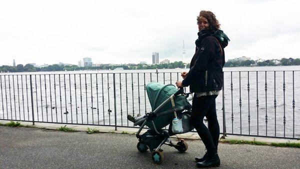 Hamburg Sightseeing Sightseeingtipps Außenalster Quinny Buggy HH Hansestadt Elbe Momentchenmal Bonn Blog Mamablogger Travel…