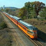Fazer um Passeio de trem O grupo de voluntários (membros da organização sem fins lucrativos Railroading Patrimônio da Midwest Ameria), que apoiam a estrada de ferro Milwaukee da locomotiva a vapor n º 261, opera uma série de excursões de comboio ao longo do ano.