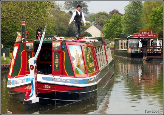 Canal boat/long boats in UK. Photo: Credits to Pam.