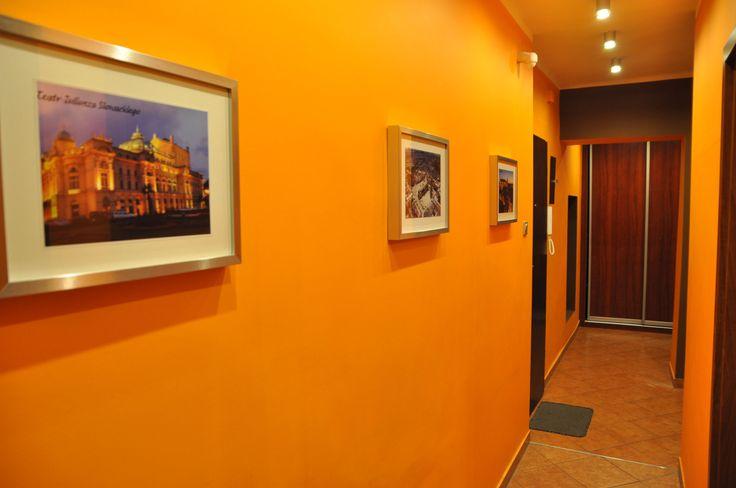 przedpokoj http://www.apartamenty-krakow.com/nocleg/apartament-pomaranczowy/