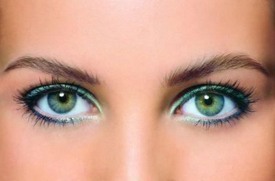 Как выполнить эффектный макияж для больших зеленых глаз