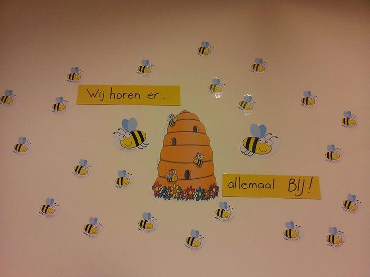 We horen er allemaal BIJ! (Bijenlichaam maken dmv vinger- of duimafdruk van de kleuters uit de klas)