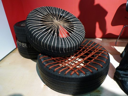 tire seat: Another idea for the garden, to take a quick break during weeding, or put a pillow on it and make it a dog bed outside...