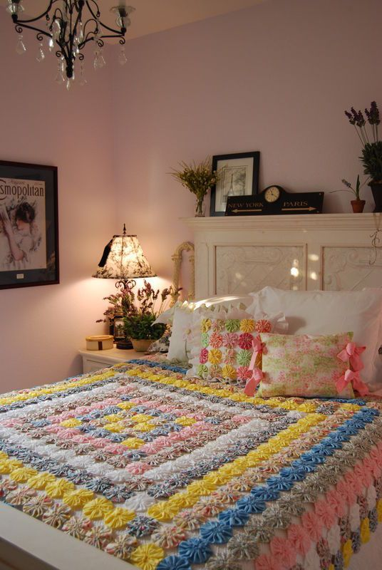 Pretty Yo Yo Quilt...I wanna Yo Yo quilt!