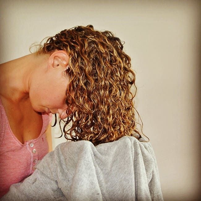 How To Blow Dry Curly Hair Perfectly Without A Diffuser Curly Hair Styles Curly Hair Tips Dry Curly Hair