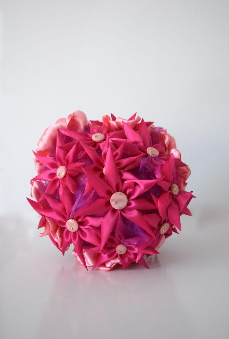 Ramo de flores de satén