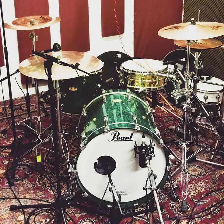 Green Pearl Drumset , featuring Zildjian cymbals, TAMA drum throne, DW white snare, TAMA gold snare, and TAMA & Pearl drum pedals.