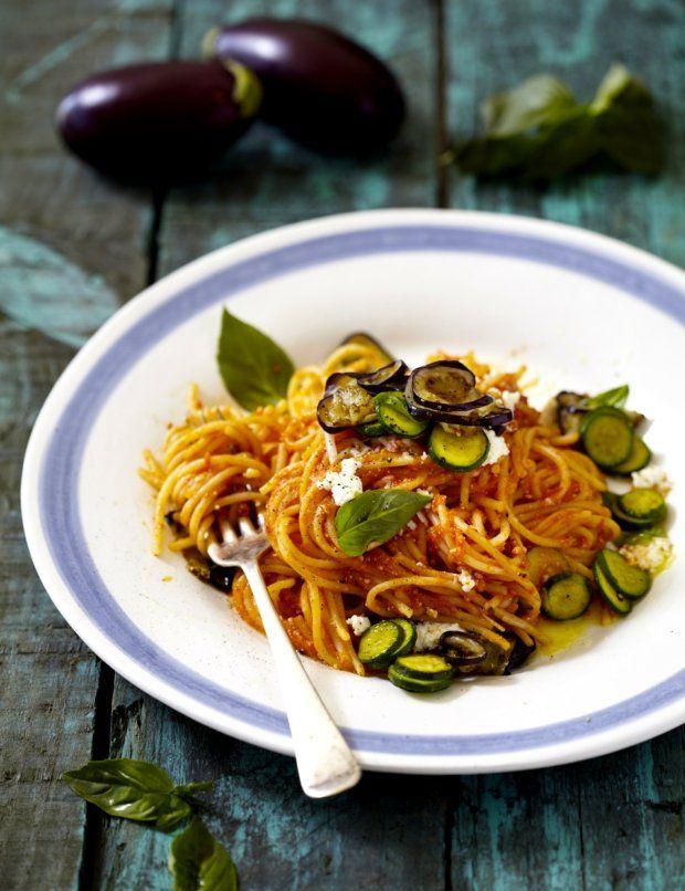 Špagety s cuketou, lilkem a ricottou
