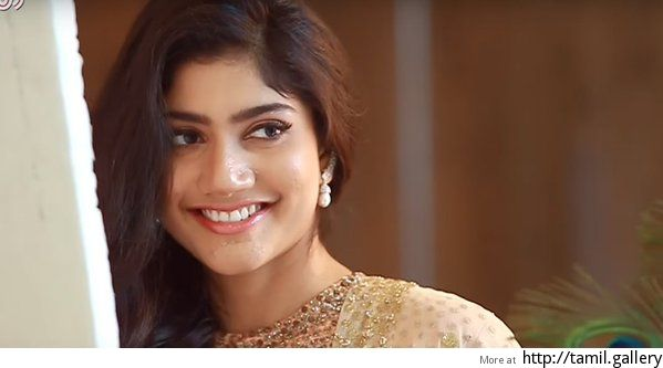 'Intimate sequences' with Karthi forced Sai Pallavi out of Kurudhi Pookkal? - http://tamilwire.net/54196-intimate-sequences-karthi-forced-sai-pallavi-kurudhi-pookkal.html