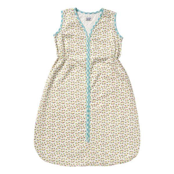 Yumuşacık ve ince pamuklu kumaştan yapılmış mavi uyku tulumu ile bebeğiniz bahar çiçekleri içerisinde çok rahat ve huzurlu uyuyuyacak.