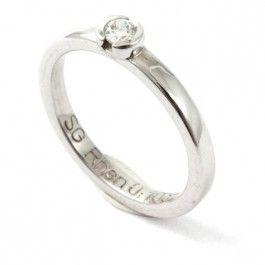 Exklusiv+förlovning/vigselring+(solitärring)+i+18k+vitguld+från+Schalins+serie+River.+Ringen+har+en+diamant+på+0,10+ct+Wesselton+VS.+