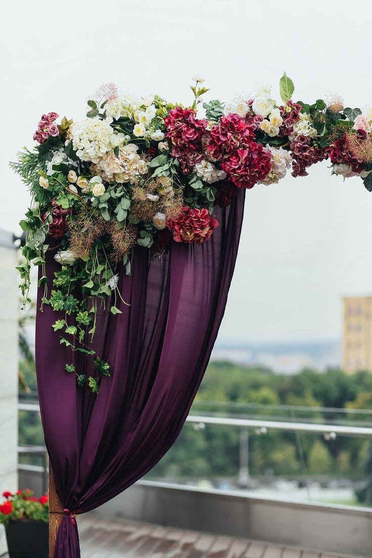 wedding arch, wedding ceremony, marsala, wedding flowers, wedding decor, церемония, свадьба, вечерняя свадьба, оформление выездной церемонии, оформление цветами, свадебная флористика