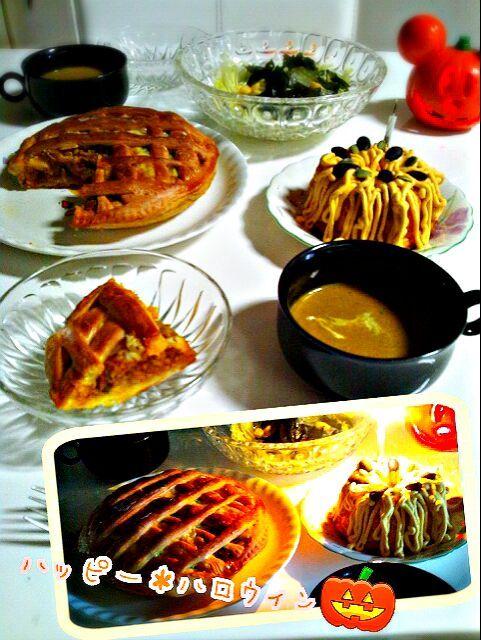 明日は息子の帰りが遅いので本日ハロウィンパーティーしてみました~(*≧∀≦*)パン生地で我が家でよく作る南瓜のミートグラタンをパイ風に包んで焼きました。 南瓜のスープは南瓜と玉ねぎと小松菜も少々入れて作ってみました(*^▽^*) 南瓜のケーキは以前作った分量の半分量で 体重増加現象起きてるのでバターは控えめに 裏ごした南瓜に生クリームを加えてホイップしたものをうねうねモンブラン風にしてみました~。 南瓜の比率を多目にすれば良かった… と南瓜尽くしの食卓です。 びっくり写真のカットしてある部分以外ミートグラタンパン息子が平らげました( ; ゜Д゜) なのに全く太らない…羨ましい体だ(ーー;) - 158件のもぐもぐ - パイ風南瓜のミートグラタンパン 南瓜のポタージュ 何故か和風なところてんサラダ 南瓜のモンブランケーキ by noraemon