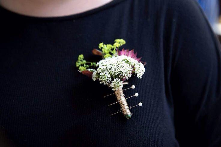 #buttonholes #wedding #bride #floral #ramodenovia #novia #boda #flores #flowers #flowerarrangement #sauvage #sauvageflowers #achilea #bouquet #laiaclaramunttallerfloral #sabadell #barcelona