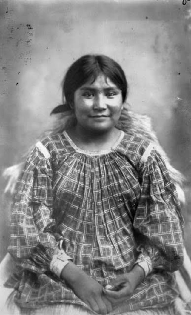 vintage everyday: Beautiful Portraits of Native American Teen Girls From Between the 1870s and 1890s