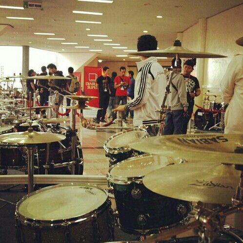 Drumming make me happy :)