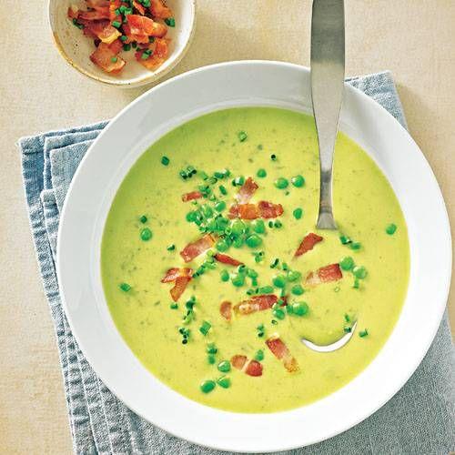 Auch Erbsen zählen zu den Fettkiller-Hülsenfrüchten. Genau wie Linsen halten sie den Blutzuckerspiegel konstant und verhindern so, dass ihr nach dem Essen noch wahllos um euch herum futtert. Die grüne Suppe sorgt außerdem für gute Laune auf dem Teller.