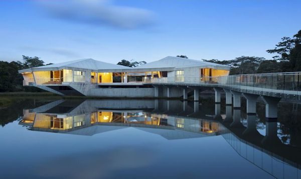 Carbon-Neutral Queensland Beachfront Home is New Face of Tropical Off-Grid Architecture. Yes.