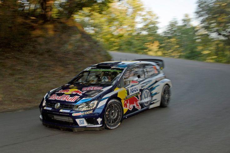 Czwarty tytuł w serii WRC na wyciągnięciu ręki dla Volkswagena https://www.moj-samochod.pl/Sporty-motoryzacyjne/Rajd-Francji-Volkswagen-coraz-blizej-czwartego-tytulu #VW #Volkswagen #WRC #RajdFrancja #VWPoloR #PoloR