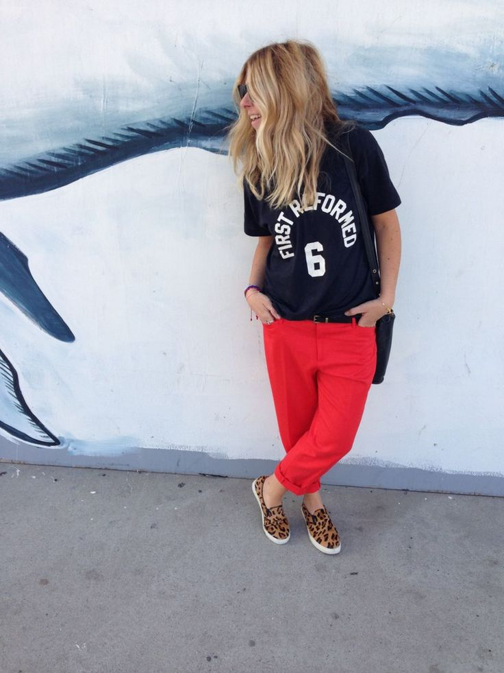 Graphic tee + red pants + leopard Vans | <3