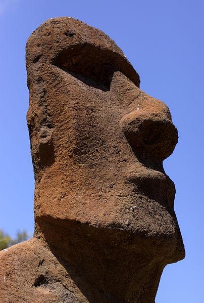 Valparaiso - Moai - Janvier. Expuesto frente al Museo Fonck, Viña del Mar (Chile)